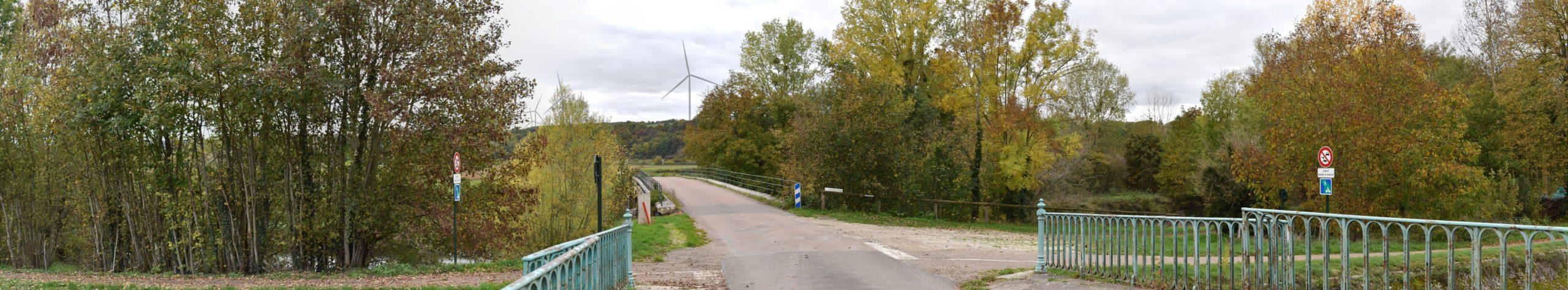 Canal de Bourgogne à Tronchoy (photomontage à 1,66 km de l'éolienne la plus proche)