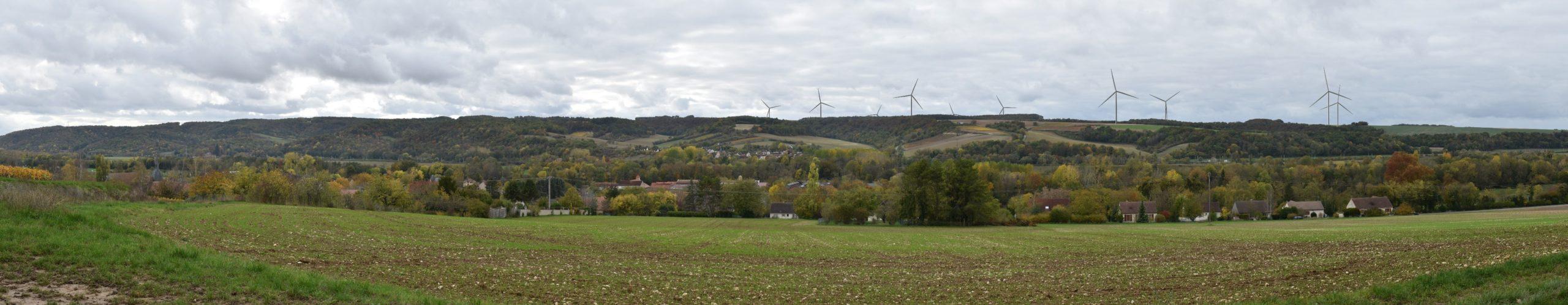Dannemoine, abords du cimetière (photomontage à 2,5 km de l'éolienne la plus proche)