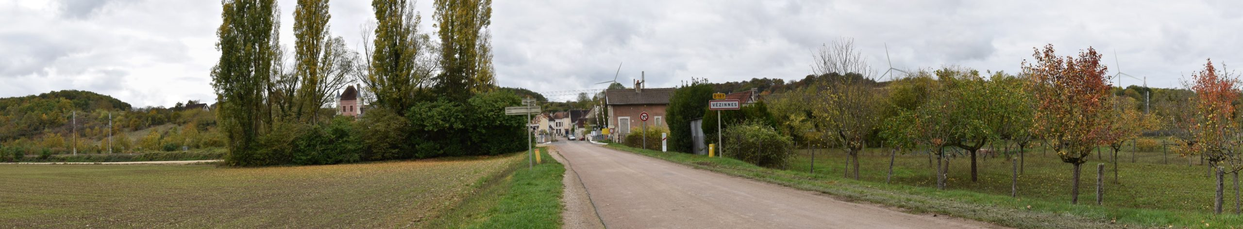 Vézinnes - Entrée du village (photomontage à 1,8 km de l'éolienne la plus proche)